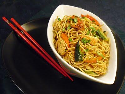 nouilles chinoises au poulet la recette facile par toqu s 2 cuisine. Black Bedroom Furniture Sets. Home Design Ideas