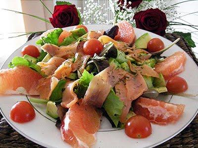 Salade de pamplemousses au saumon la recette facile par - Cuisiner saumon surgele ...