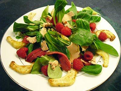 Salade de foie gras aux framboises la recette facile par for Entree de noel froide