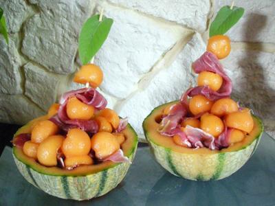 Melon au porto la recette facile par toqu s 2 cuisine - Melon jambon cru presentation ...