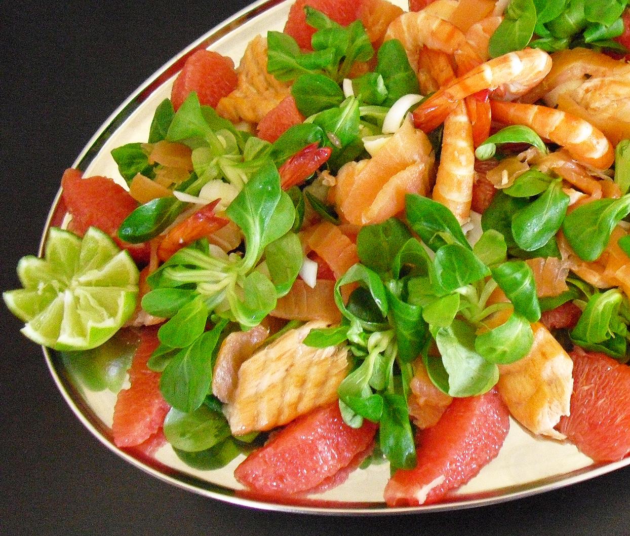Salade saumon crevettes pamplemousse la recette facile for Salade entree originale