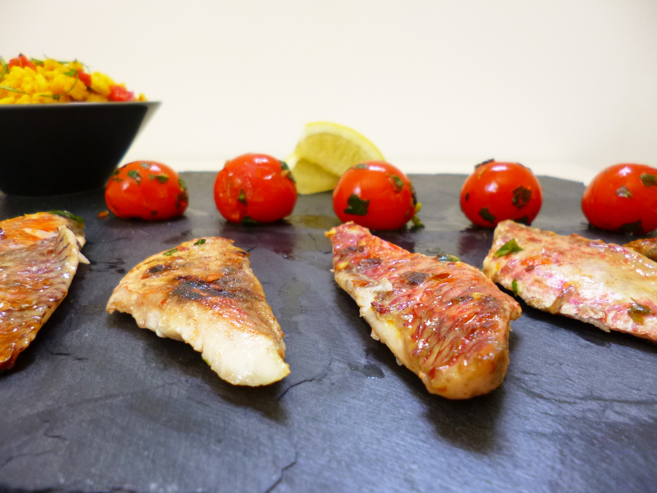 Filets de rouget la plancha la recette facile par for Poisson a la plancha