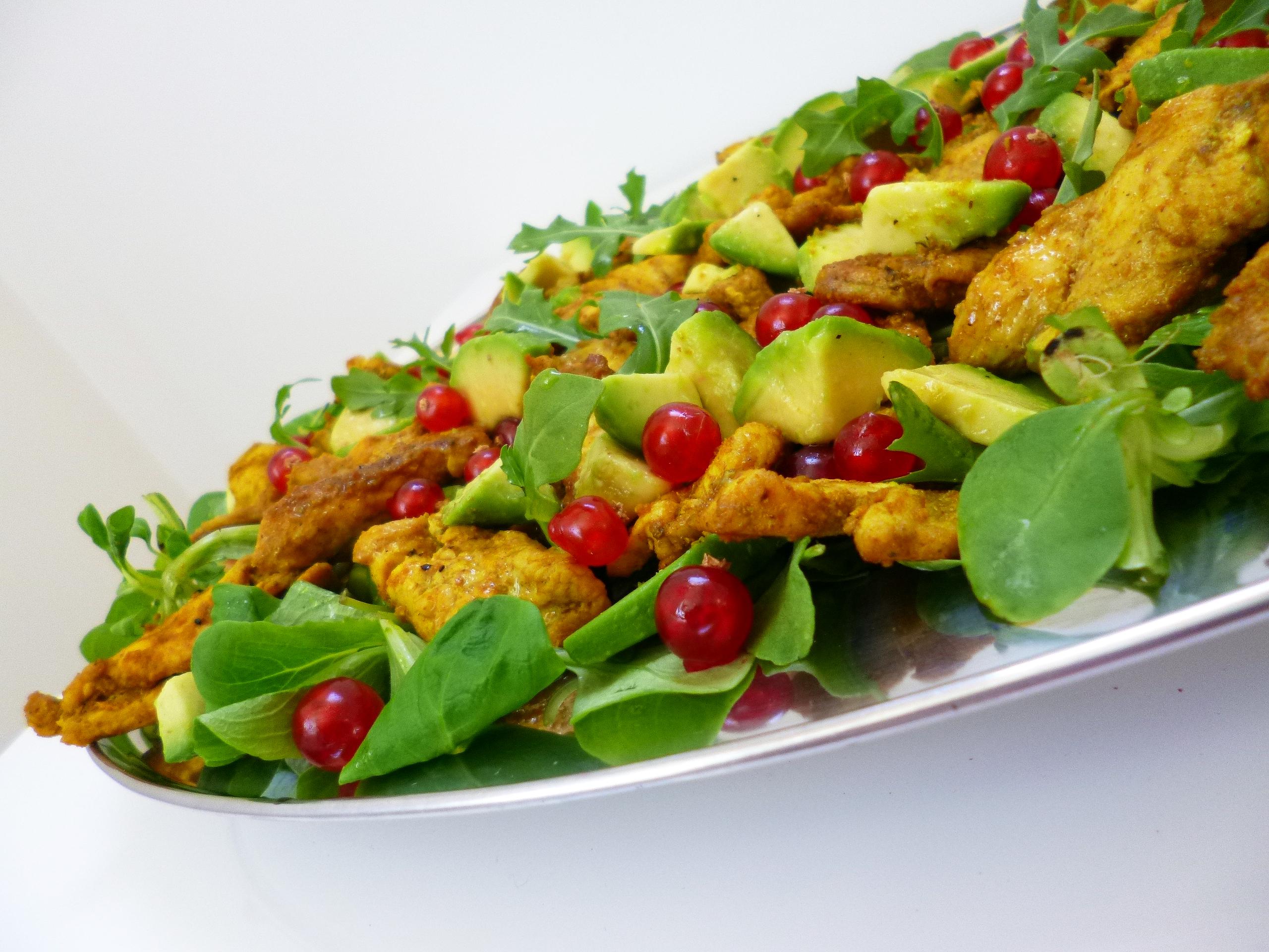 salade de poulet avocats groseilles la recette facile par toqu s 2 cuisine. Black Bedroom Furniture Sets. Home Design Ideas