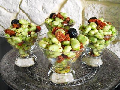 Salade de f ves au chorizo la recette facile par toqu s - Cuisiner des feves seches ...