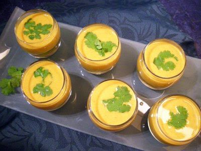 soupe froide de concombres au curry la recette facile par toqu s 2 cuisine. Black Bedroom Furniture Sets. Home Design Ideas