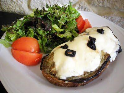 Crostinis aubergines mozzarella