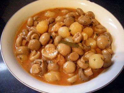 Champignons à la grecque - La recette facile par Toqués 2 ...