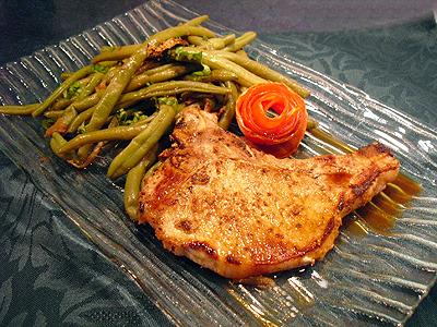 C tes de porc au gingembre la recette facile par toqu s - Cuisiner des cotes de porc ...