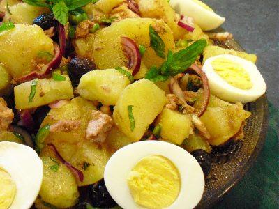 salade saucisson pommes de terre la recette facile par toqu s 2 cuisine. Black Bedroom Furniture Sets. Home Design Ideas
