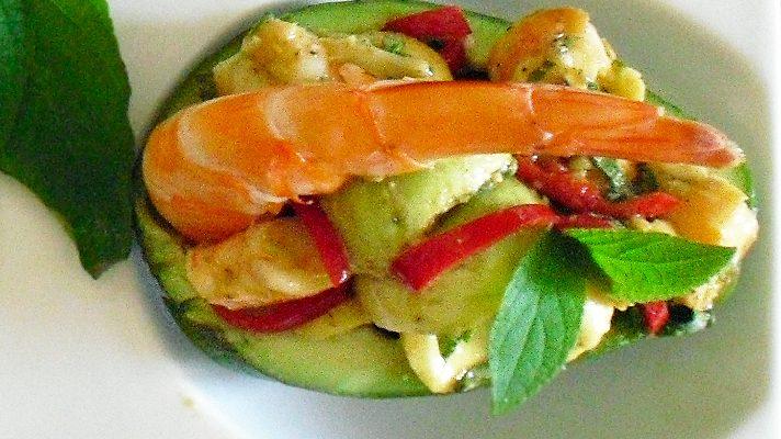 Avocats aux crevettes et sauge ananas