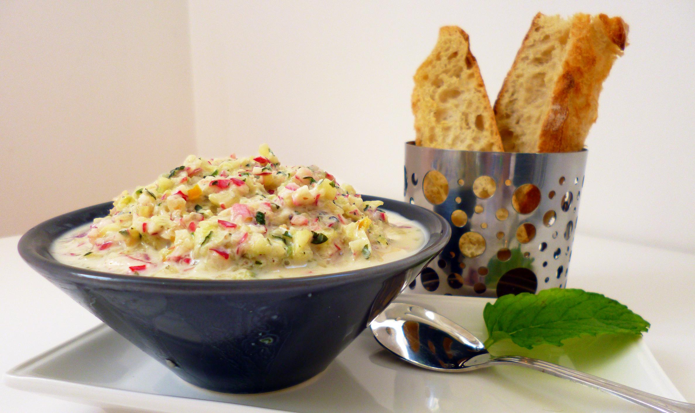 radis et concombre au yaourt la recette facile par toqu s 2 cuisine. Black Bedroom Furniture Sets. Home Design Ideas