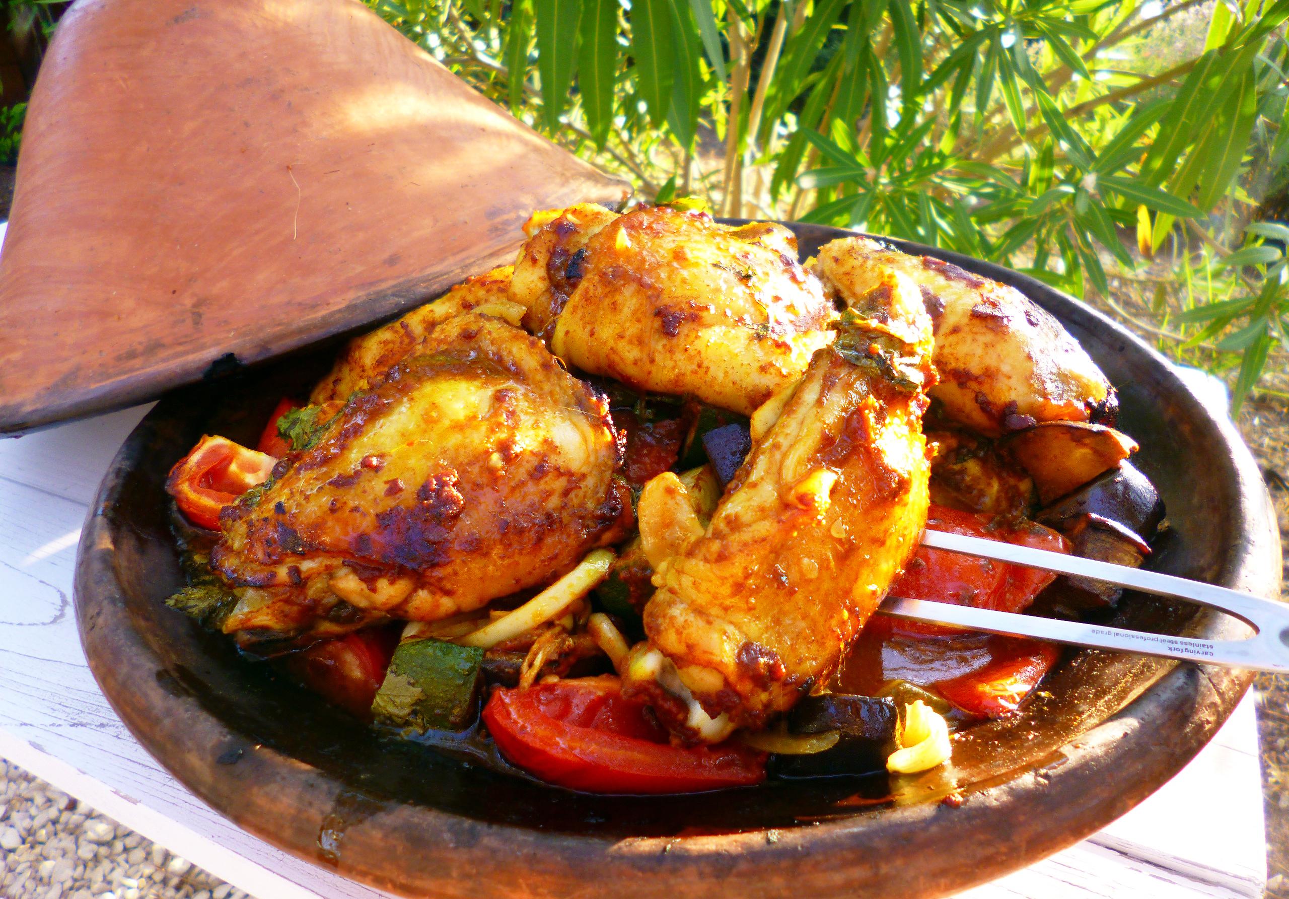 Tajine de poulet aux l gumes d 39 t la recette facile par toqu s 2 cuisine - Cuisson tajine au four ...