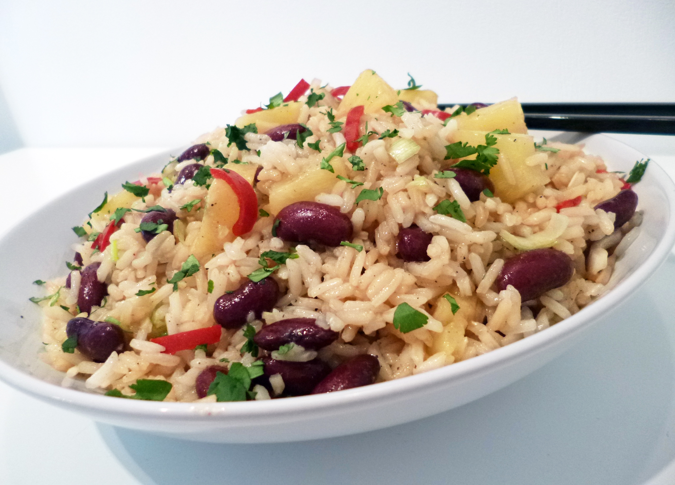 Salade de riz l 39 ananas la recette facile par toqu s 2 - Recette sauce pour viande rouge grillee ...