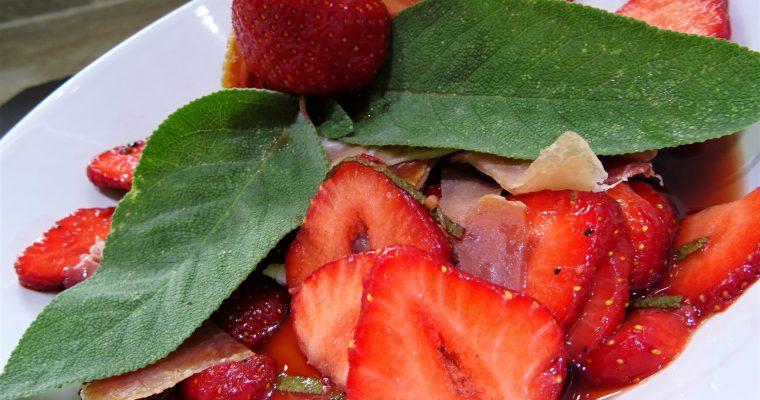Salade de  fraises au Porto et jambon cru