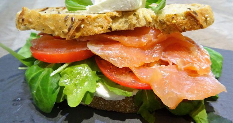 Sandwich au saumon fumé et chèvre frais