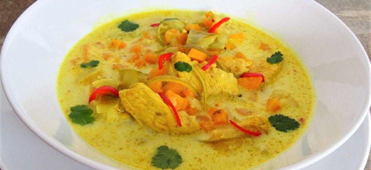 Soupe de poulet curry coco